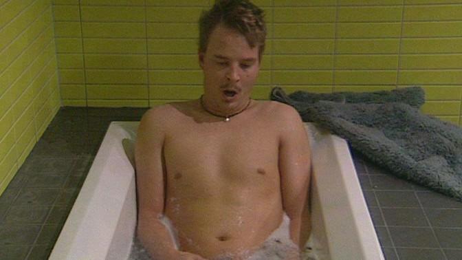 bb suvi alasti suihkussa poringa