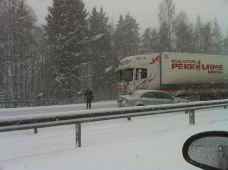 200 auton ketjukolari Tampereella 2.4.2012, Kuva: Stara