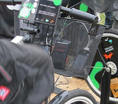 Pyörät lataavat kännyköitä Roskilden festivaaleilla. Kuva: Stara