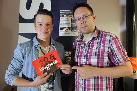 Stara ja BlogBook aloittavat yhteistyön. Kuvassa BlogBookin Sami Kieksi ja Staran Jocka Träskbäck.