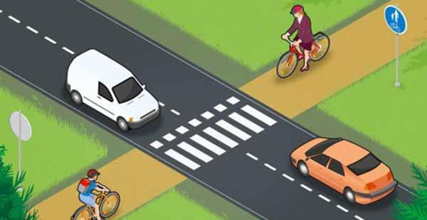 Pyöräilijä väistää pyörätien jatkeella. Kuva: Liikenneturva
