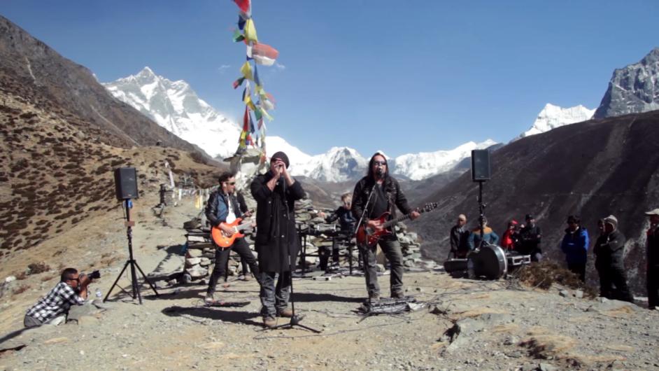 Ancara esiintyi Mount Everestillä