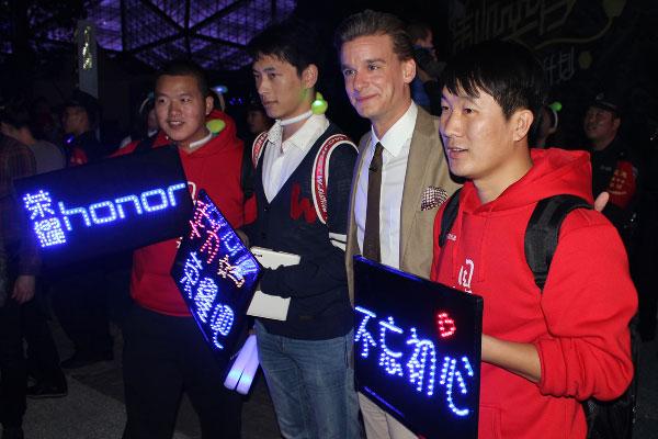 Spekti Hong Kongissa ja Kiinan Shenzhenissä, Kuva: Stara
